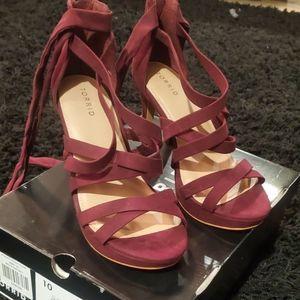 Wide Width open toe strappy burgendy heel *new*